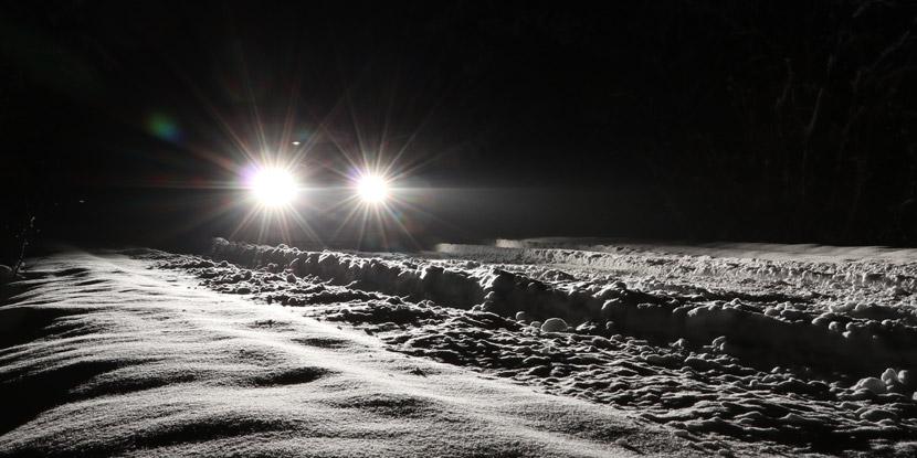 Car-headlights-on-winter-road---starbursts-around-lights
